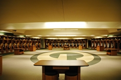 eac7a095-76e3-4cd2-92df-4b04701c0a76-Lambeau-Field-Locker-Room
