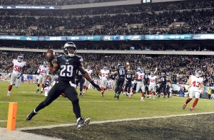 Philadelphia Eagles running back DeMarco Murray scores a touchdown run against the New York Giants during the second half of an NFL football game, Monday, Oct. 19, 2015, in Philadelphia. (AP Photo/Michael Perez)
